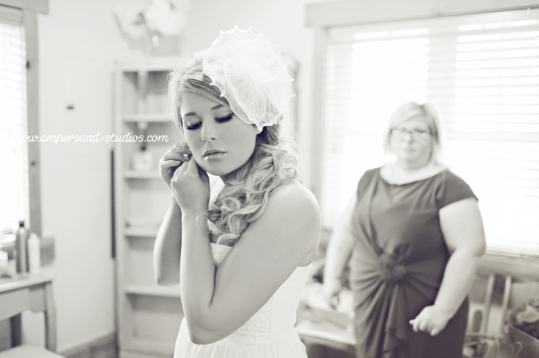 109-bride-getting-ready-boise-wedding-photographers